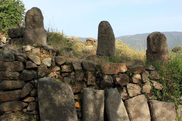 Inspirantes stèles néolithiques de Filitosa